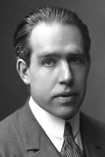 덴마크의 물리학자 닐스 헨리크 다비드 보어(1885~1962). 그는 새로운 원자모형을 제시해 광전효과 등 당시 고전물리학으로는 이해할 수 없었던 현상을 단번에 설명해냈다. - Public domain 제공